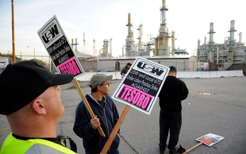Thumbnail image for Striking California oil refinery workers demand better safety, wages