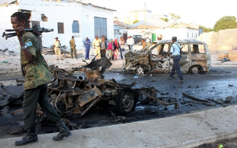 Thumbnail image for Suicide bomber targets troop convoy in Somalia