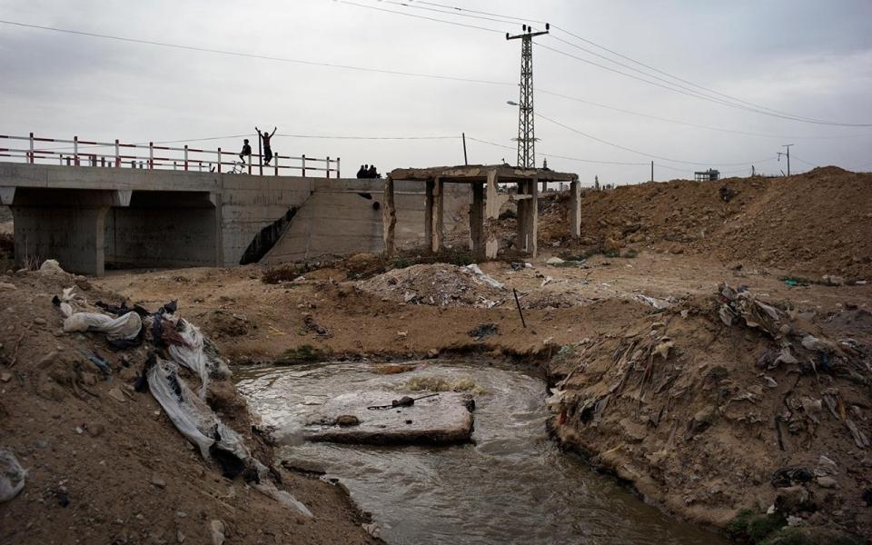 src.adapt.960.high.gaza_sewage_wadi_gaza