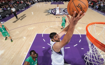 Kings sign first NBA player of Indian descent