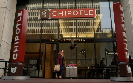 Chipotle removes all food containing GMOs from its menu
