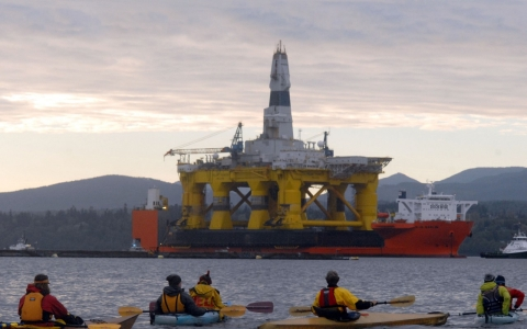 Thumbnail image for Shell, Greenpeace spar over Arctic drilling safety zones