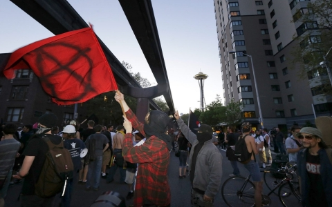 Thumbnail image for Anarchists clash with police in Seattle May Day protests