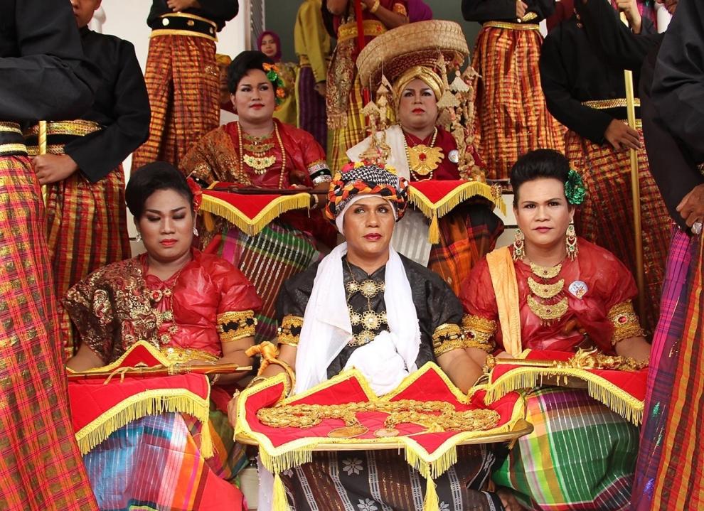 Indonesias Transgender Priests Face Uncertainty