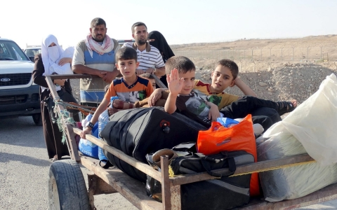 Thumbnail image for Tens of thousands flee ISIL-held Ramadi