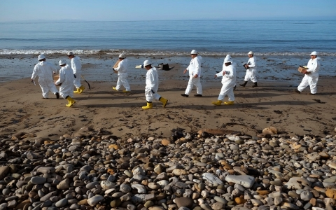 Thumbnail image for Firm behind California oil spill has shaky safety record