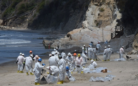 Thumbnail image for California oil spill difficult to clean in choppy waters, officials say