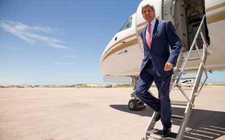 John Kerry makes surprise visit to Somalia