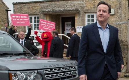 Cameron returned to Downing Street after UK hand Tories a slim majority