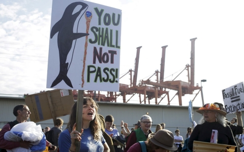 Thumbnail image for Seattle protesters plan kayak blockade to stop Shell rig departure