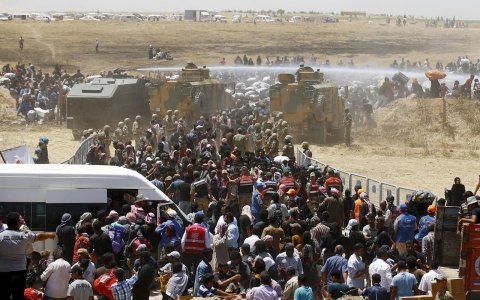 Thumbnail image for Thousands flee into Turkey from Syria as Kurds battle ISIL