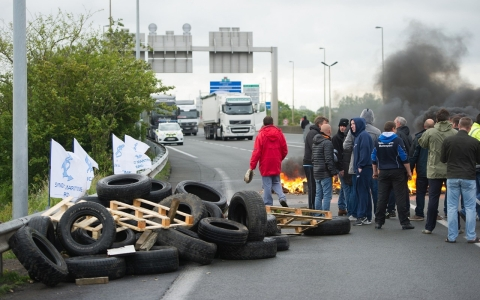 Thumbnail image for Protesters force Chunnel shutdown