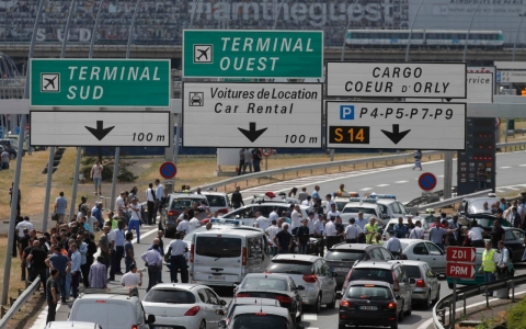 Thumbnail image for France taxi drivers strike in Uber fight