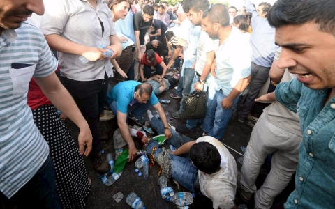 Thumbnail image for Scores injured in blast at Kurdish opposition rally in Turkey