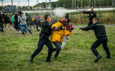 Thumbnail image for Beefed-up security at Calais appears to stem flow of migrants to UK