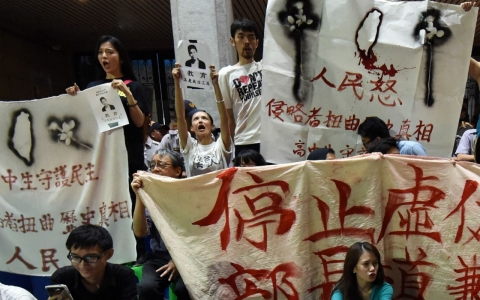 Thumbnail image for Taiwanese students overwhelm Ministry of Education in anti-China protests