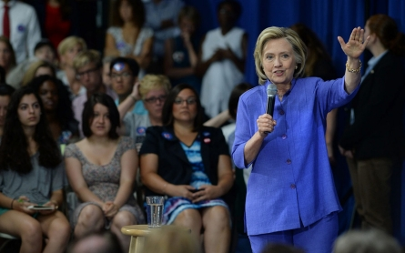 Clinton unveils plan for no-loan college tuition