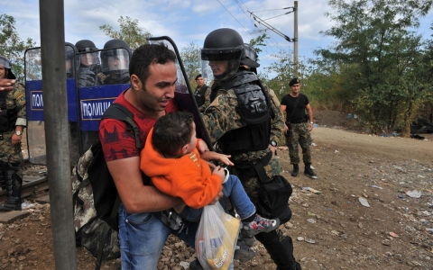 Thumbnail image for Macedonian troops fire stun grenades at refugees on border