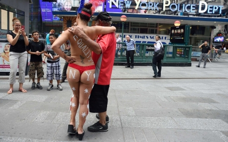 Mayor's body headed for topless bar? De Blasio vs. Times Square nudity