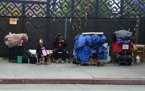 Thumbnail image for 13,000 become homeless every month in Los Angeles County, study says