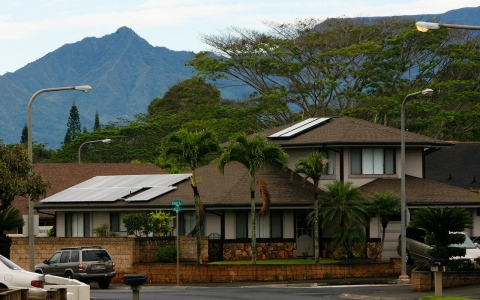 Thumbnail image for In Hawaii, rooftop solar panels threaten 'utility death spiral'