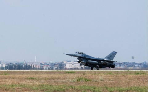Thumbnail image for US jets, personnel arrive at Turkish base for ISIL fight