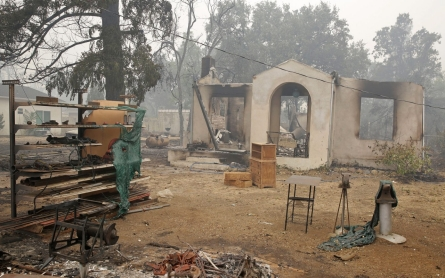 Thousands flee fast-moving California wildfires