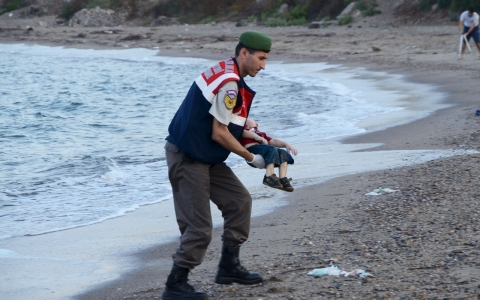 Thumbnail image for Bodies of 11 Syrian refugees wash ashore in Turkey
