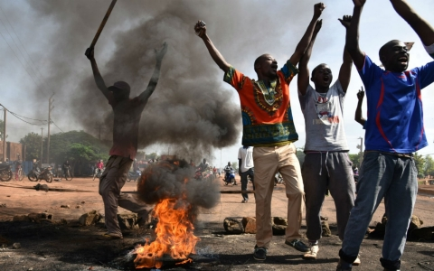 Thumbnail image for Burkina Faso army moves on capital to disarm coup leaders