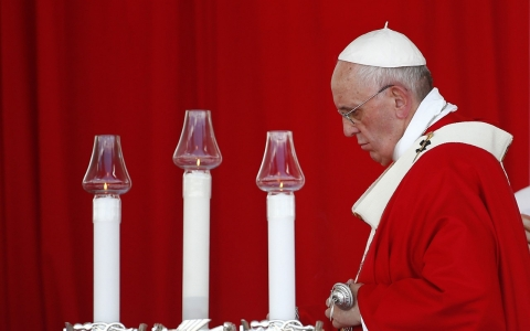 Thumbnail image for Cautious on politics, pope celebrates Mass in eastern Cuba