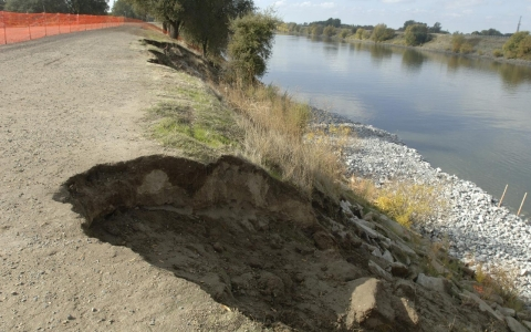 Thumbnail image for California drought and impending El Niño raise fears of levee breaks