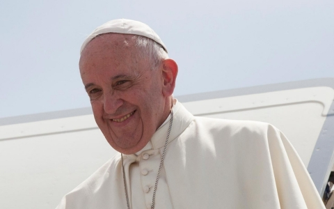 Thumbnail image for Pope Francis arrives in US, faces a polarized country