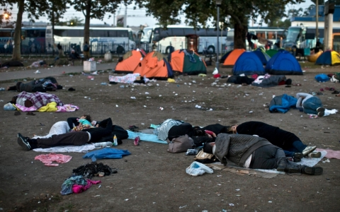 Thumbnail image for In a Belgrade park, refugees wait out Europe's confusion