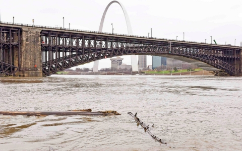 Thumbnail image for Roadways begin to reopen in flood-ravaged St. Louis area