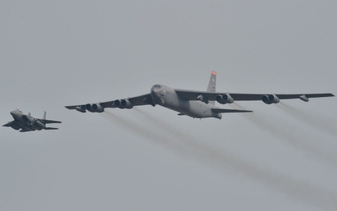 Thumbnail image for US bomber flies over South Korea in show of force as standoff deepens