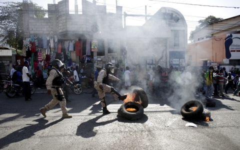 Thumbnail image for Violent protests roil Haiti's capital for second day