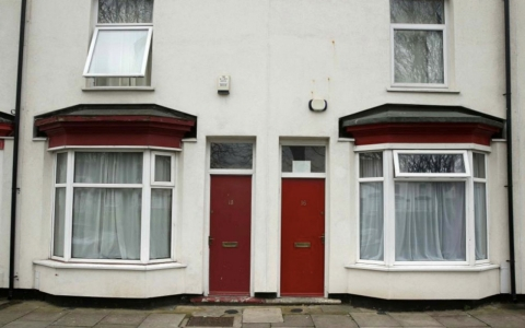 Thumbnail image for UK refguees marked by red doors on their homes