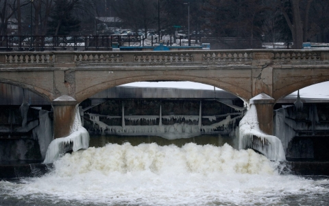 Thumbnail image for EPA official resigns over Flint water crisis
