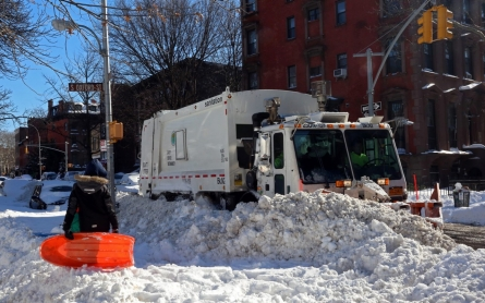 Paralyzing blizzard over, cleanup begins on East Coast