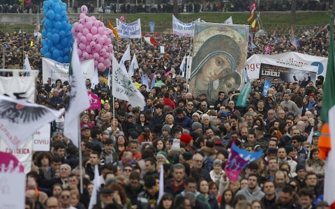 Thumbnail image for Italians rally against rights for gay couples