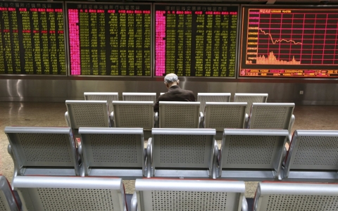 Thumbnail image for China suspends markets after stocks tank
