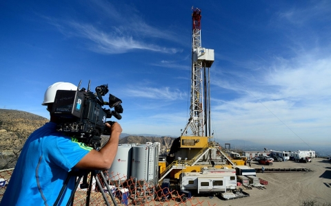 Thumbnail image for California governor declares state of emergency at gas leak site