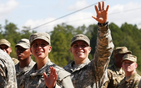 Thumbnail image for Top US generals: Women should have to register for the draft
