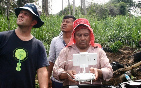Carlos Gomez, Panama project coordinator for the Rainforest Foundation, practices flying the helicopter drone, with Tom Bewick and Donald Negria.