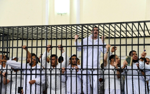 Thumbnail image for Egypt court overturns death sentences for 149