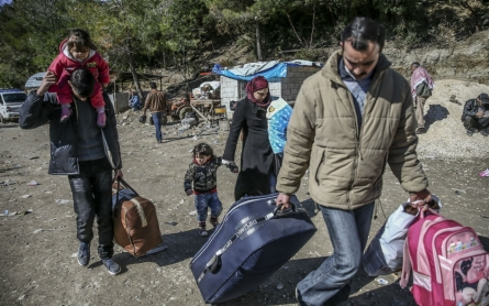 Refugees pouring into Greece and Italy surpass last year's numbers