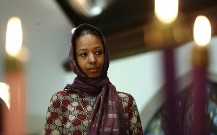 Hijab-wearing professor to leave Christian college