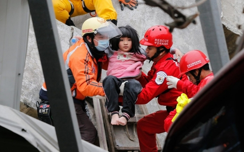 Thumbnail image for More than 100 still trapped from Taiwan earthquake