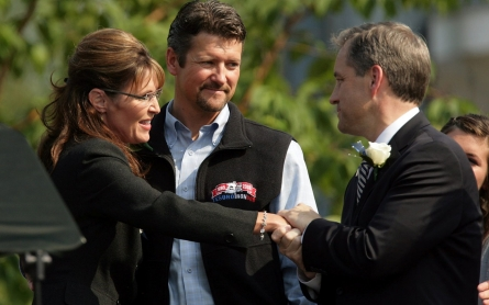 Palin endorses 'unity' ticket over her embattled GOP successor