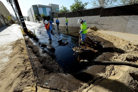 Thumbnail image for Faulty valve eyed in LA spill that created 'lake' of crude oil
